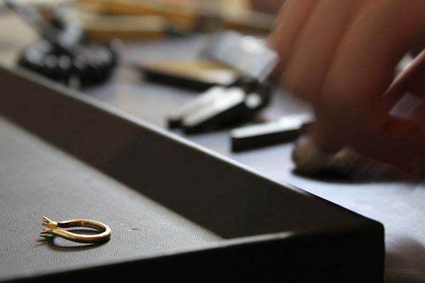 フルオーダーエンゲージリング(婚約指輪)制作体験・文字打刻2