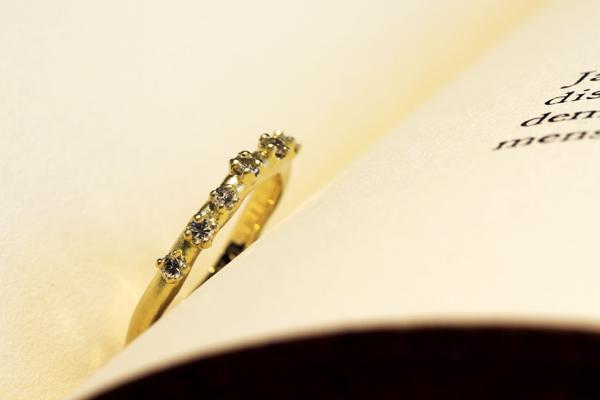 リフォーム後の18金イエローゴールド製ダイヤモンドリング完成写真・つや消し加工