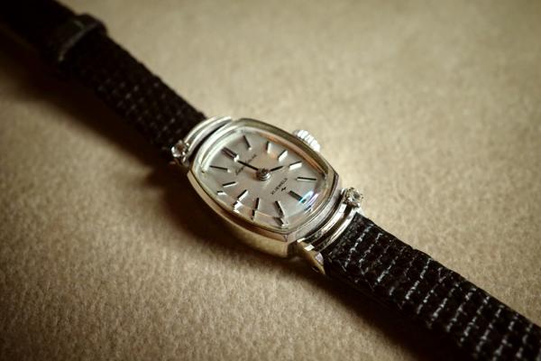 腕時計の石枠の修理