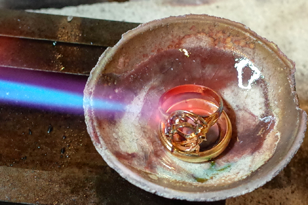 18金の指輪を溶かします
