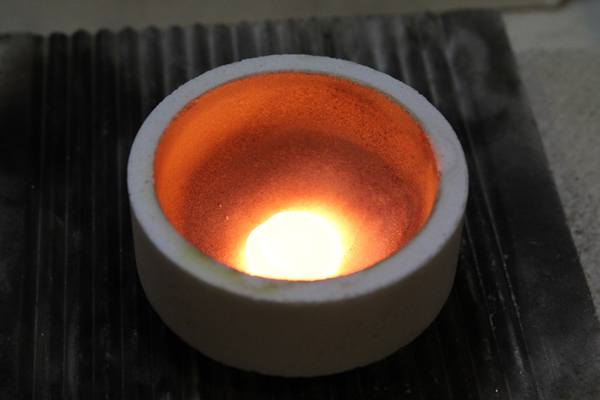 エンゲージリング(婚約指輪)とマリッジリング(結婚指輪)制作体験-地金溶解2