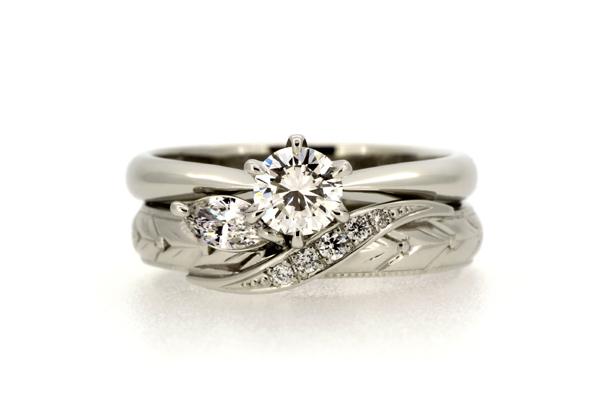 リフォーム後のマリッジリング(結婚指輪)とお手持ちのエンゲージリングを重ねて