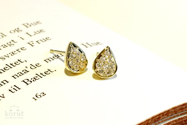 リフォーム後はピアスに。雫型のベースに、ダイヤモンドをパヴェ留め。