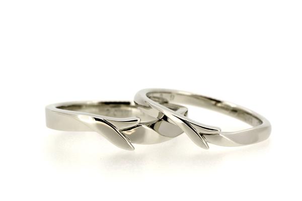 フルオーダーメイドマリッジリング(結婚指輪)完成写真、プラチナ950・光沢仕上げ・オリーブの葉と実をモチーフに