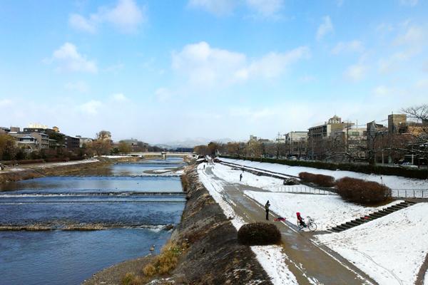 2014年1月中旬鴨川、川端二条付近、積雪の様子