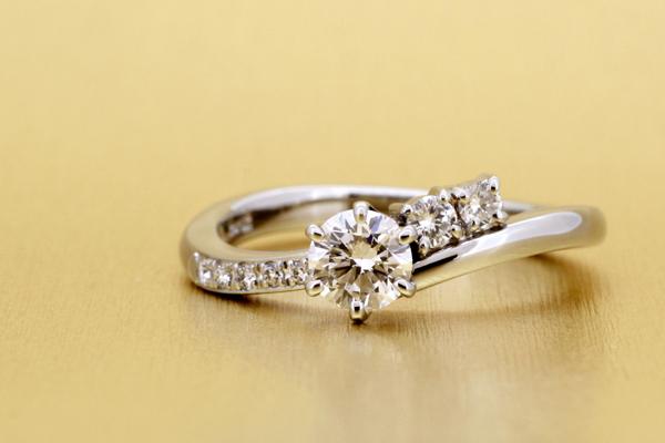リフォームエンゲージリング(婚約指輪)完成写真、プラチナ900・ダイヤモンド・光沢仕上