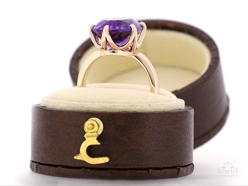 アメジストとピンクゴールドの指輪