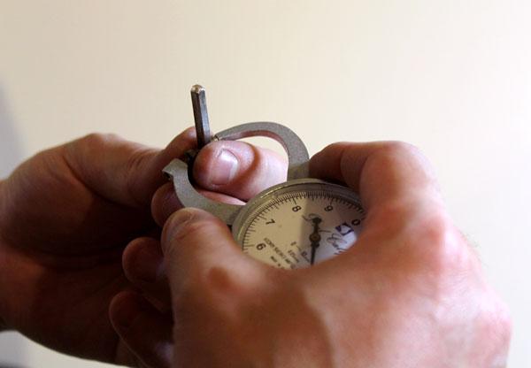 ジュエリー工具の紹介、寸法を測るダイヤルキャリパー