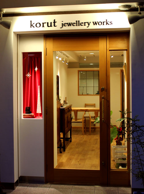 2013年クリスマスディスプレイを施したkorut jewellery worksのショーケース