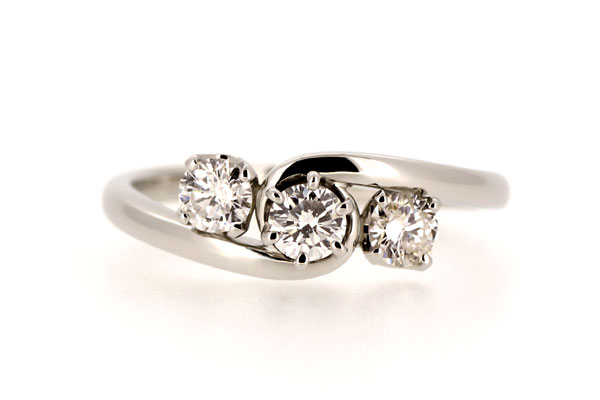 リフォームエンゲージリング(婚約指輪)完成写真、プラチナ900・ダイヤモンド