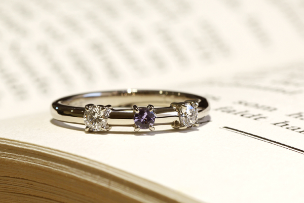 リフォーム後のリング完成写真、プラチナ900・ダイヤモンド・タンザナイト・光沢仕上げ