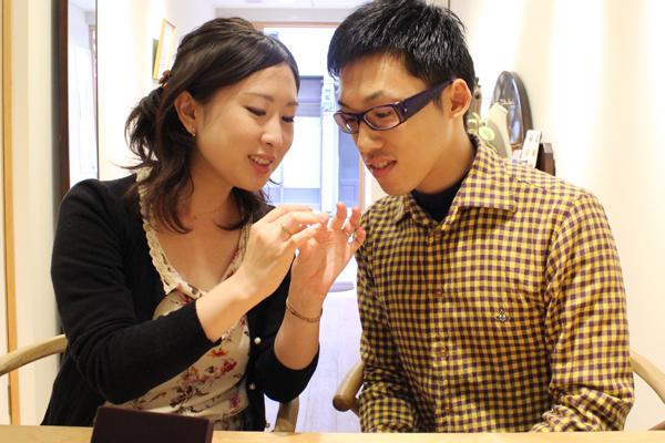 リフォームエンゲージリング(婚約指輪)とフルオーダーマリッジリング(結婚指輪)の納品風景1