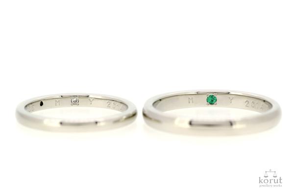 完成したフルオーダーマリッジリング(結婚指輪)の内側、ムーンストーン、エメラルド