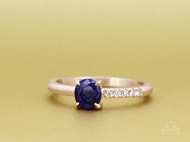 リフォーム後。K18ピンクゴールドとブルーサファイア、ダイヤモンドの指輪。