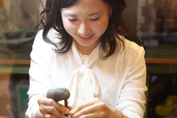エンゲージリング(婚約指輪)とマリッジリング(結婚指輪)の制作体験-文字打刻1