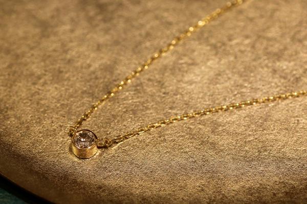 リフォーム後のペンダント完成写真、18金イエローゴールド・ダイヤモンドペンダント・フクリン留・光沢仕上げ