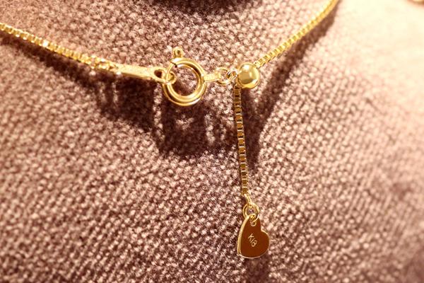 リフォーム後の18金イエローゴールド製ダイヤモンドペンダント完成写真2