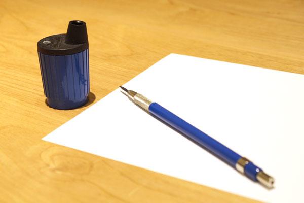 ジュエリーデザインの道具紹介、ホルダーと芯研器