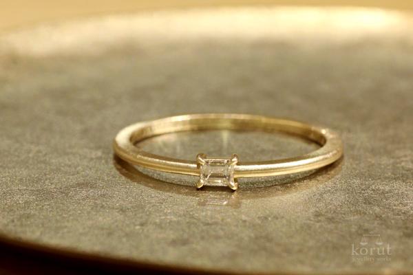 細身のダイヤモンドリング(指輪)