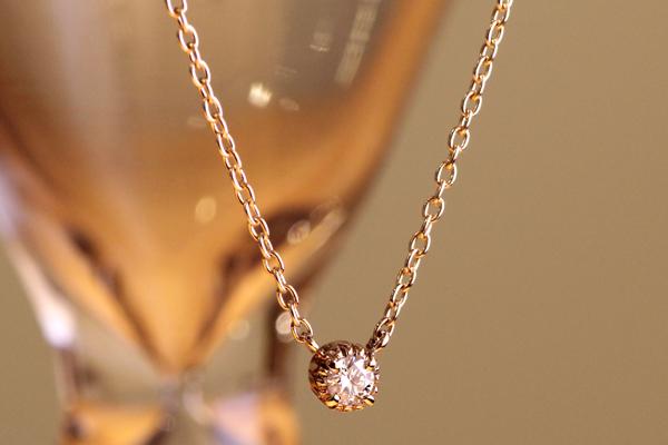 フルオーダーペンダント完成写真、18金ピンクゴールド・ダイヤモンド・ミルグレイン・光沢仕上げ