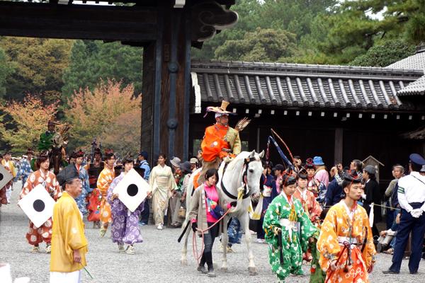 時代祭2015年堺町御門の様子2-城南やぶさめ列