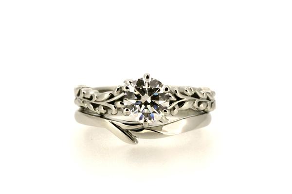 フルオーダーメイドマリッジリング(結婚指輪)完成写真、エンゲージリング(婚約指輪)との重ね着け