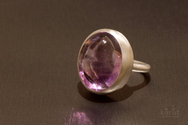 カボションカットの宝石のリング(指輪)
