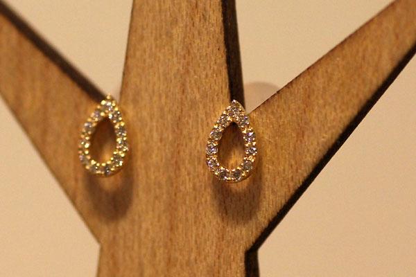 セレクトジュエリー、18金イエローゴールド・ダイヤモンドを使ったしずく型のピアス