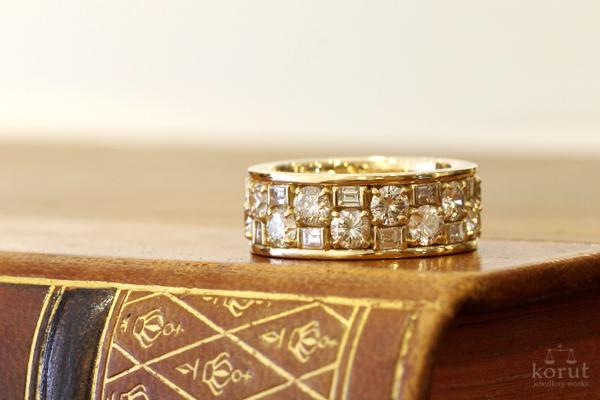 バゲットカットとラウンドカットのダイヤモンドを使用した18金イエローゴールドリフォームリング1