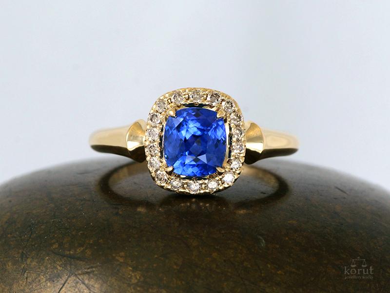 ブルーサファイアのリング、ブラウンダイヤモンド取り巻き