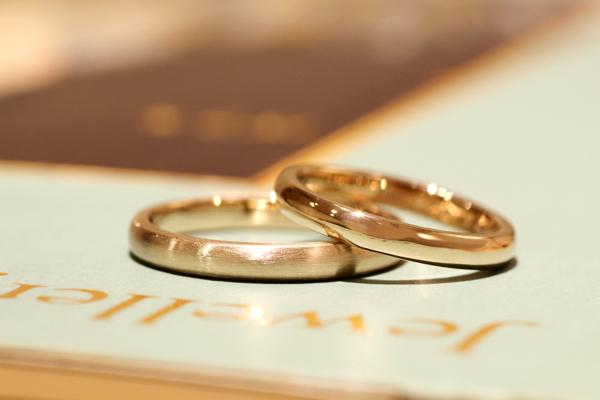 フルオーダーマリッジリング(結婚指輪)、18金ピンクゴールド・男性用つや消し加工、女性用光沢仕上げ