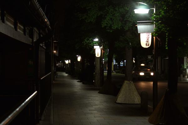 2014年下御霊神社の還幸祭・宵宮の前日、寺町通りに飾られた提灯