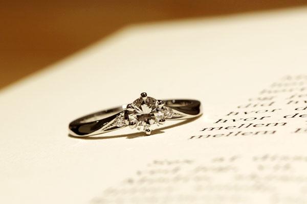 フルオーダーエンゲージリング(婚約指輪)完成写真・プラチナ900・ダイヤモンド