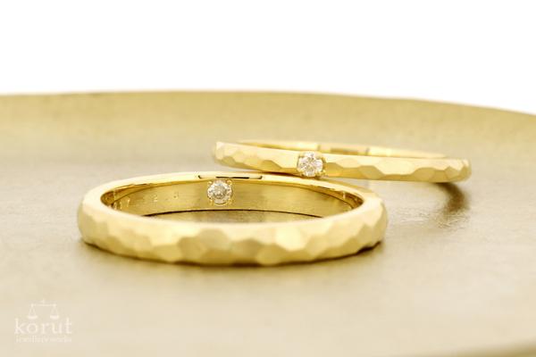 槌目模様のマリッジリング(結婚指輪)
