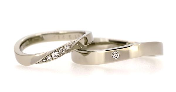 フルオーダーマリッジリング(結婚指輪)、女性用・プラチナ900・ウェーブライン・ホワイトダイヤ連留・光沢仕上げ、男性用・プラチナ900・ウェーブライン・ホワイトダイヤ皿留