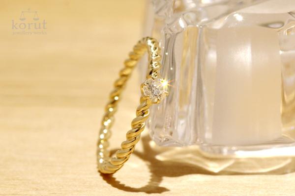 ホワイトダイヤモンドを使った18金イエローゴールドより線ピンキーリング(リフォーム後)