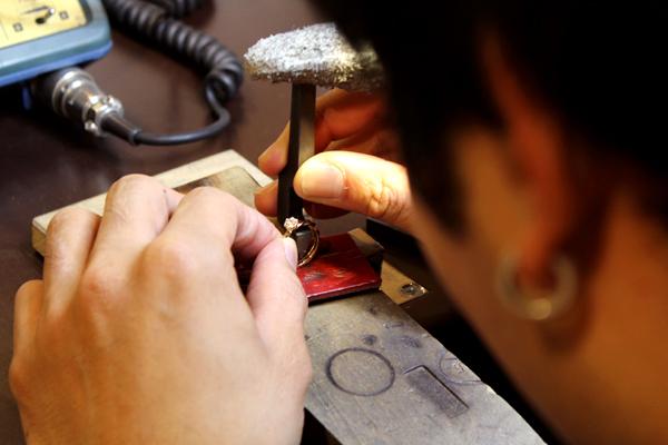 フルオーダーマリッジリング(結婚指輪)とエンゲージリング(婚約指輪)制作体験・文字打刻1