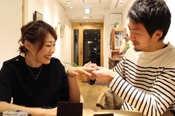 フルオーダーエンゲージリング(婚約指輪)とマリッジリング(結婚指輪)の納品風景1