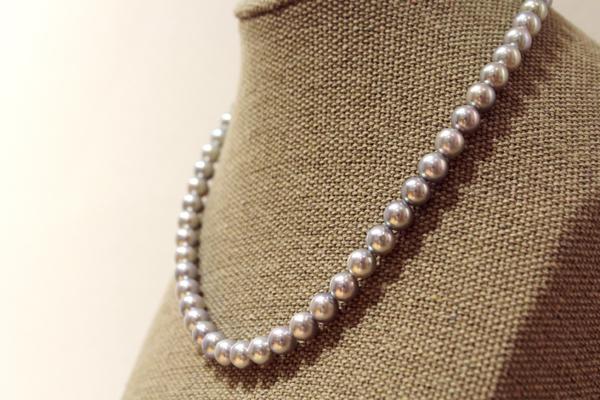 ナチュラルグレー(ナチュラルブルーともいいます)のアコヤ真珠、連ネックレス