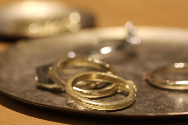 製作途中のkorutオリジナルデザインのエンゲージリングリング、マリッジリングの鋳造上がり