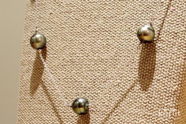 黒蝶真珠のステーションネックレス