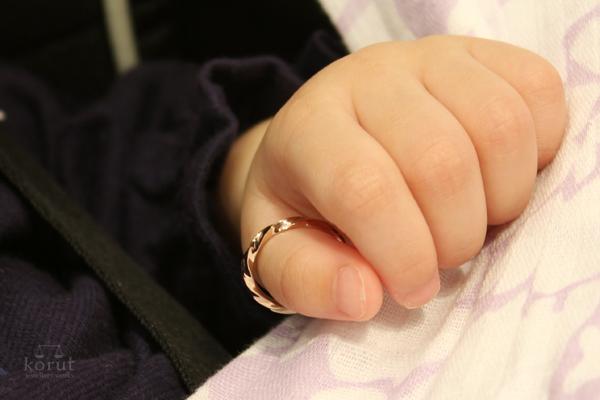 ご出産記念にオーダーいただいた、誕生石をあしらったリング