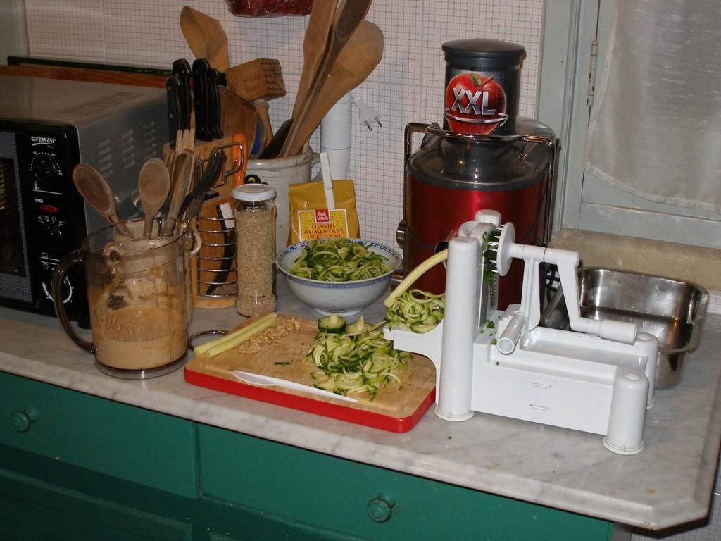 Tagliare le zucchine a spaghetti