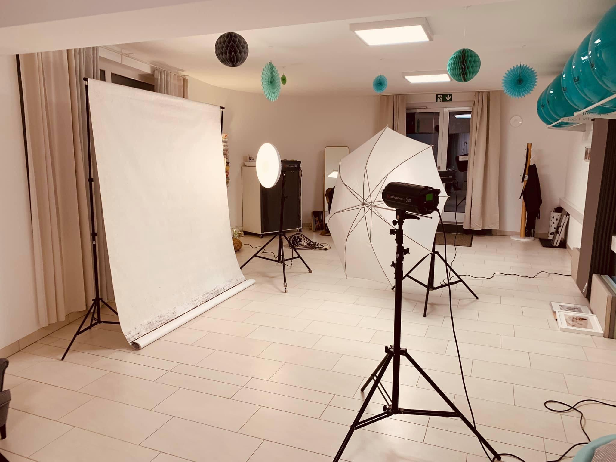 Aus den Kursräumen von Hebamme Astrid wurde ein Fotostudio!