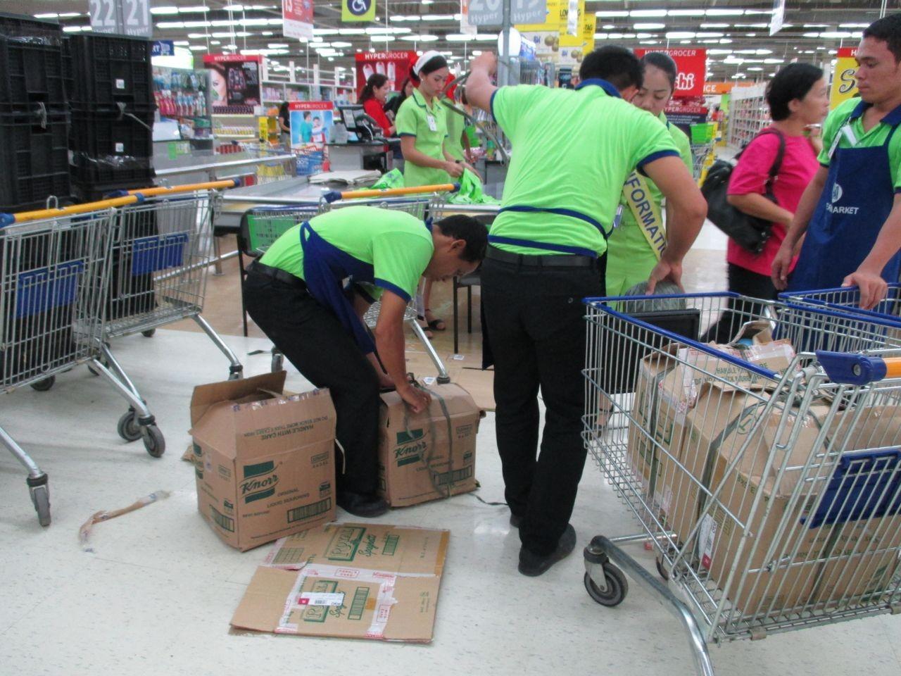 direkt nach der Ankunft werden Lebensmittel und Wasser gekauft
