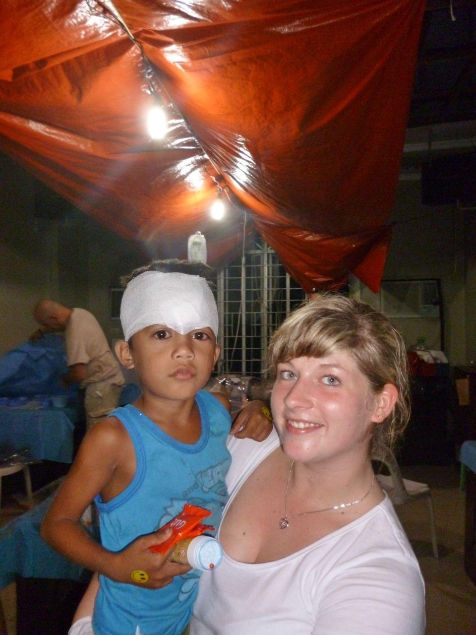 Samantha mit einem kleinen Patienten