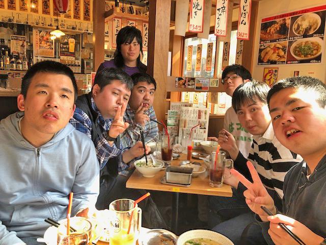昼食場所の横浜駅近くの「串かつでんがな」にて 6/1大阪遠征を念頭に、串カツ、どて焼き、肉吸いうどんを食べました。飲み会の写真のようですが、アルコールはゼロです(笑)