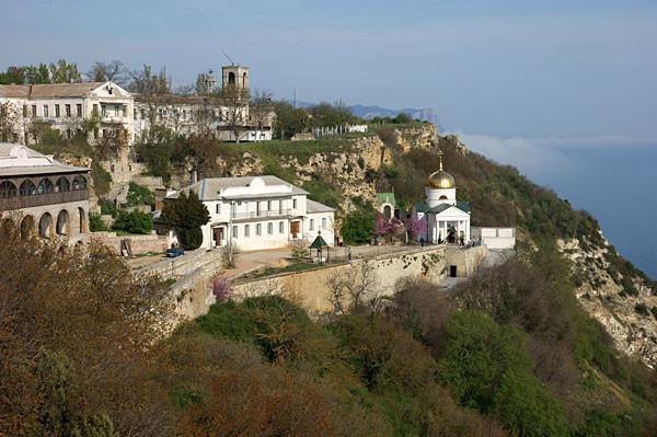 № 1 -  Балаклавский Свято-Георгиевский монастырь (г.Севастополь). Воздвигнут в 891г. на остатках базилики VI–IX вв. восточнее мыса Фиолент на скале Святого Явления.