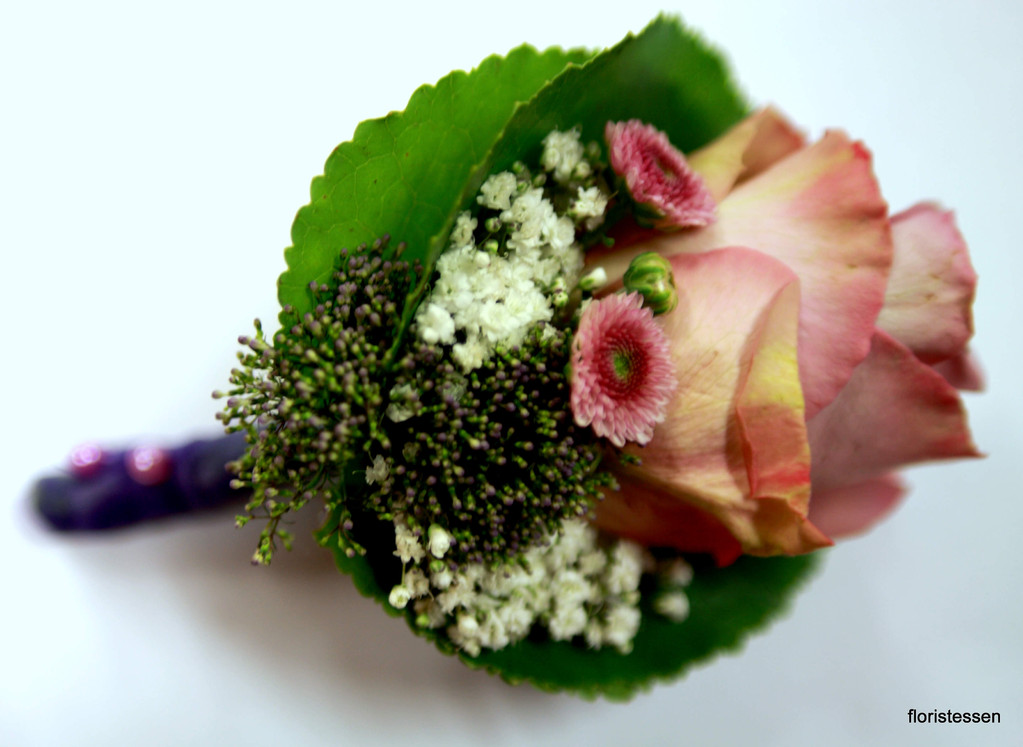 Corsage mit der Rosensorte Memory Lane