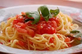 トマトとバジルの冷静パスタ